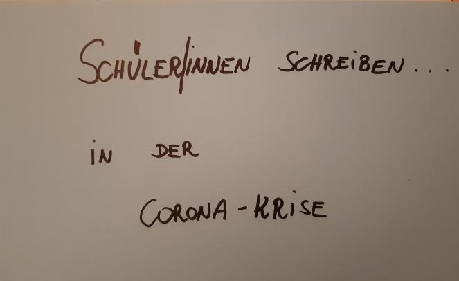Schülerinne schreiben in der Corona-Krise